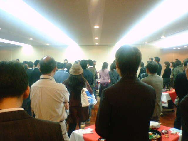 100人以上の立食パーティー後ろの方から撮影してみた。